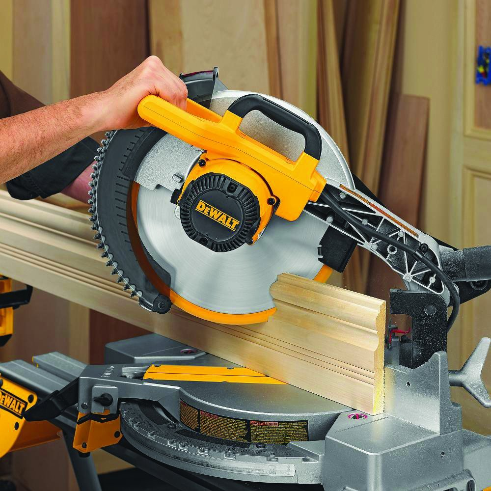 Dewalt DW715 Compound Miter Saw